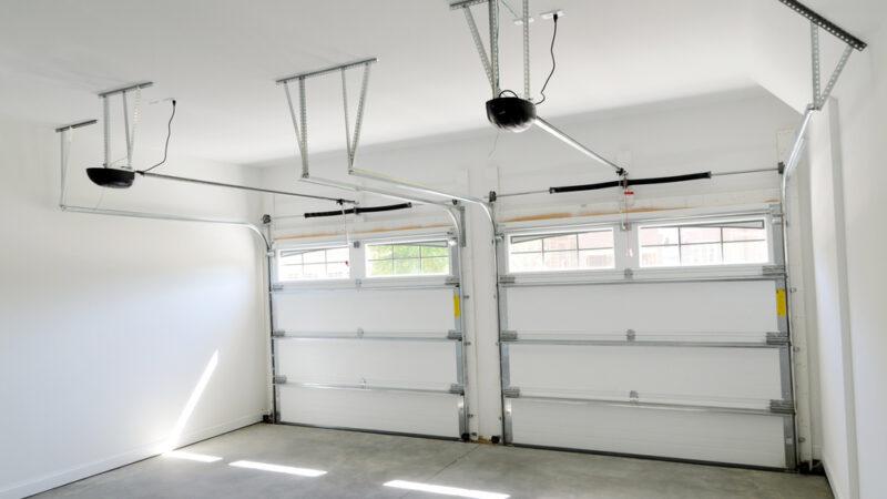 3 Helpful Tips To Choose A Garage Door Opener And Save Money.