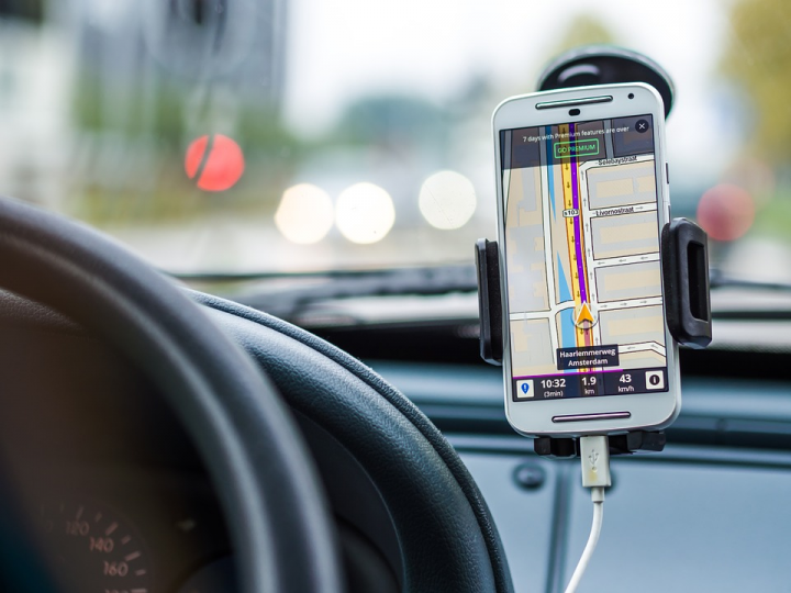 13 Essential Car Apps to Have the Best Driving Experience
